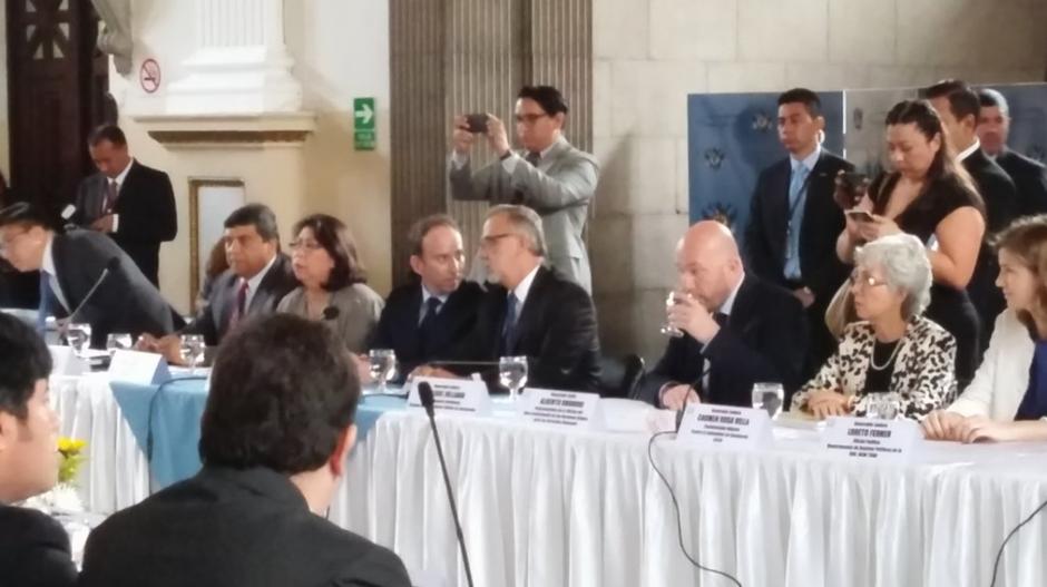 Iván Velásquez (derecha), jefe de la CICIG, junto a Jorge de León Duque, Procurador de los Derechos Humanos (PDH). (Foto: Alejandro Balan/Soy502)