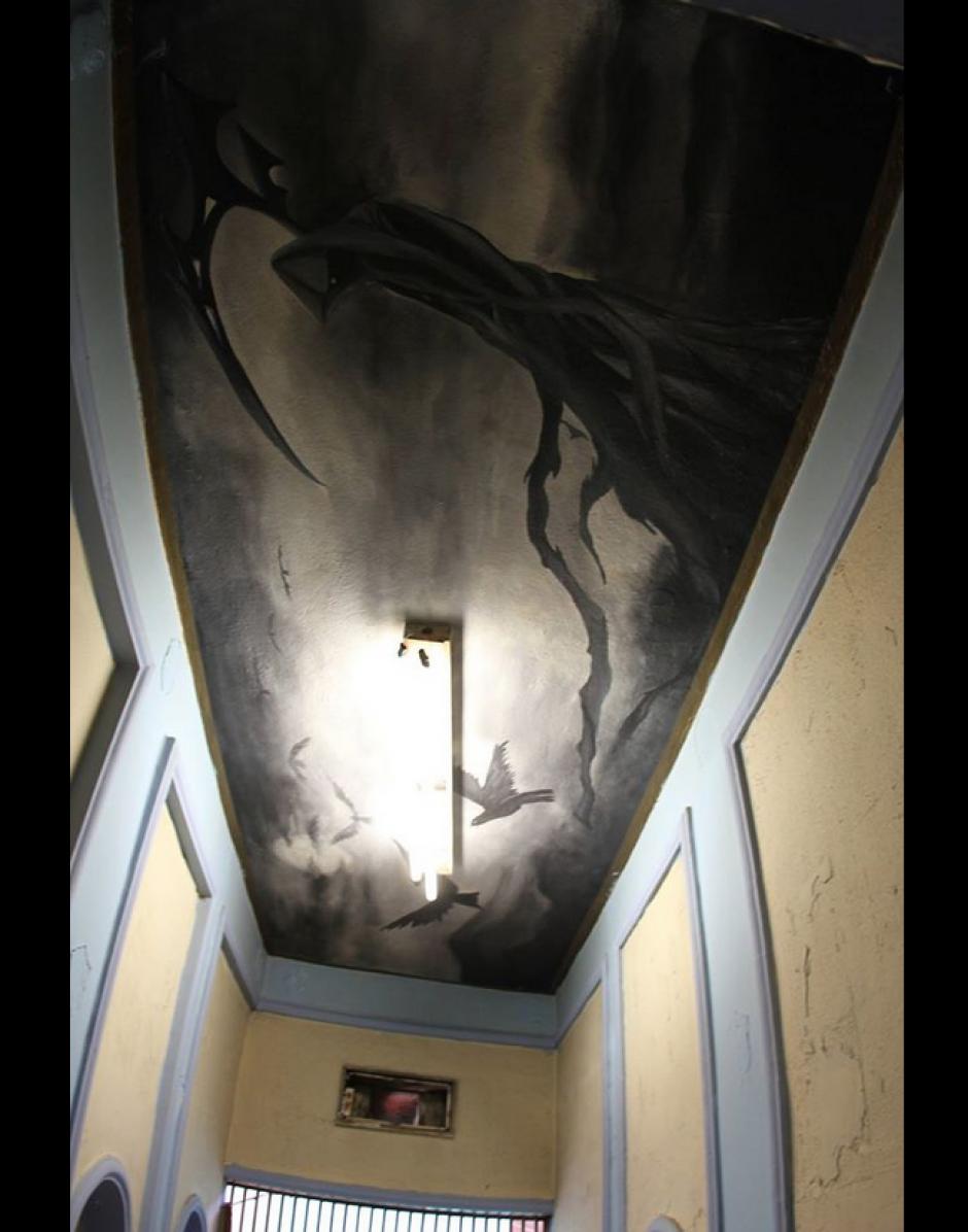 El culto a la santa muerte fue visto en pinturas en el techo. (Foto: Comunicación Social del Estado de Nuevo León)