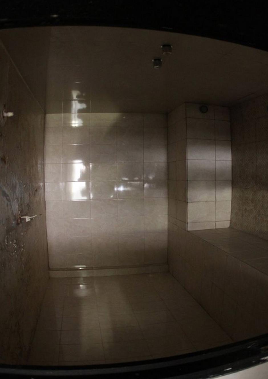 Se encontraron espacios supuestamente usados como sauna. (Foto: Comunicación Social del Estado de Nuevo León)