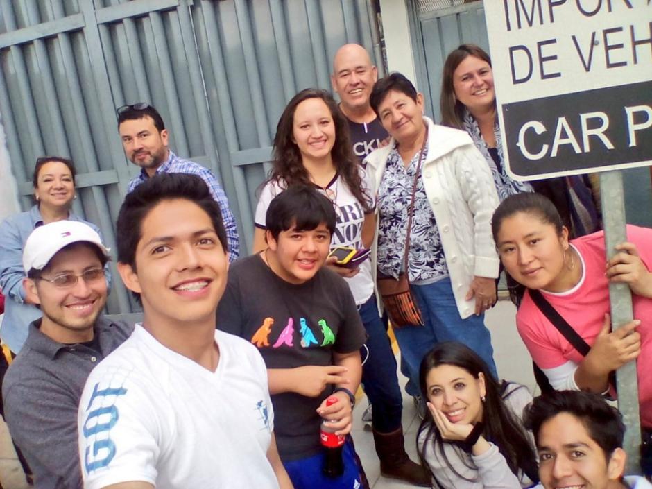 Diego Martínez, el joven que invitó al Papa a visitar Guatemala, viajó a México. (Foto: Xprésat Guate/Twitter)