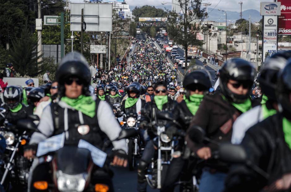 Miles de guatemaltecos participan en la tradicional Caravana del Zorro. (Foto: Archivo/Soy502)