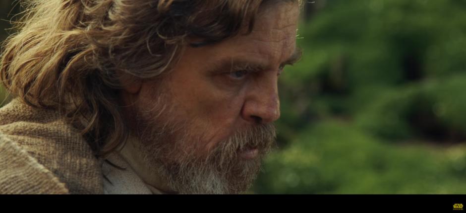 Luke Skywalker aparece desde el inicio en esta entrega.