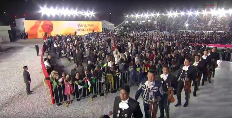 Cientos de personas despidieron al Papa Francisco y hasta con mariachis. (Foto: CNN)