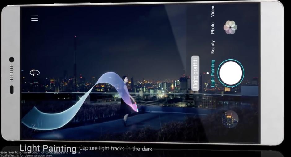 El P9 también cuenta con un modo espectacular para capturar luces en la oscuridad. (Imagen: Captura de YouTube)