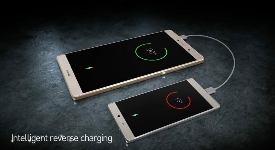 El dispositivo P9 de Huawei permite la carga inteligente desde otro dispositivo. (Imagen: Captura de YouTube)