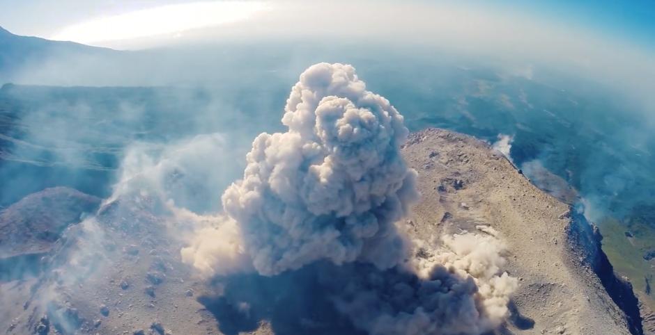 volcán santiaguito erucpiones foto