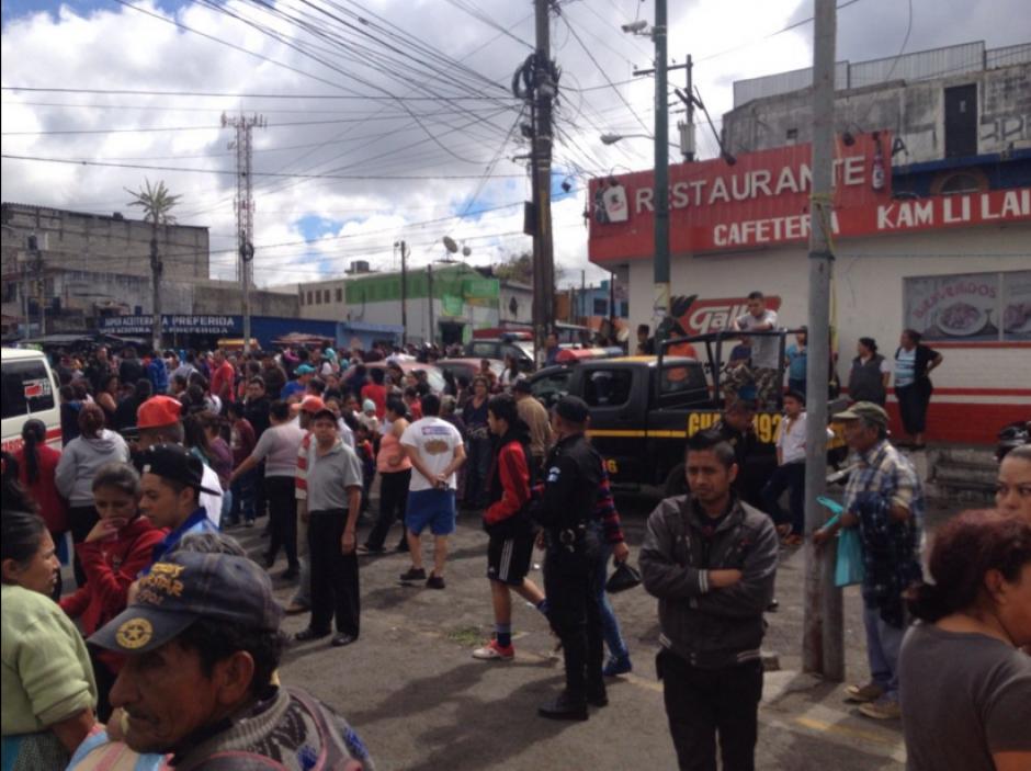 Una explosión en el marcado de El Milagro dejó varios heridos. (Foto: Bomberos Municipales)