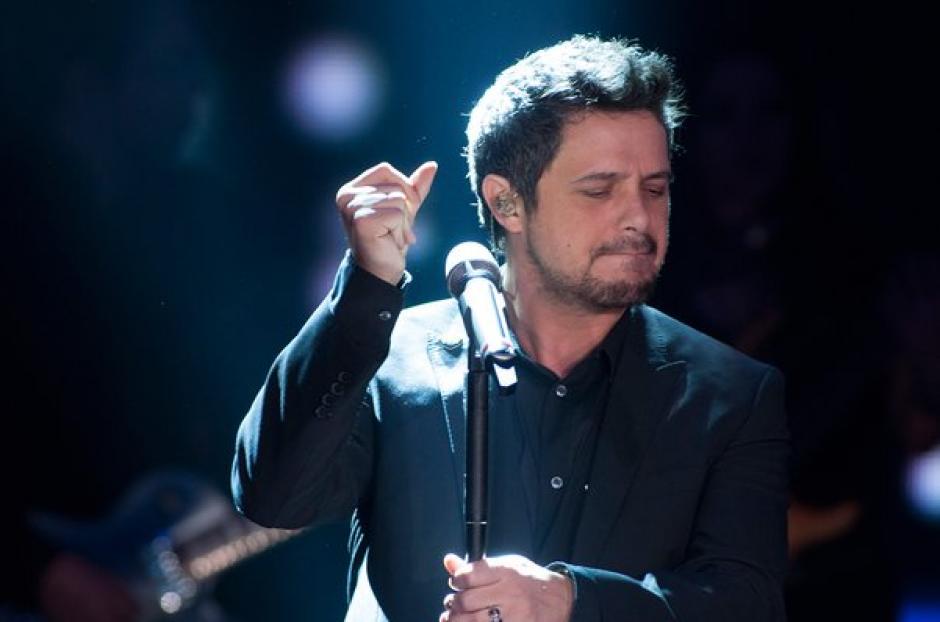 El cantante español no toleró agresiones y bajó del escenario. (Foto: universalmusica.com)