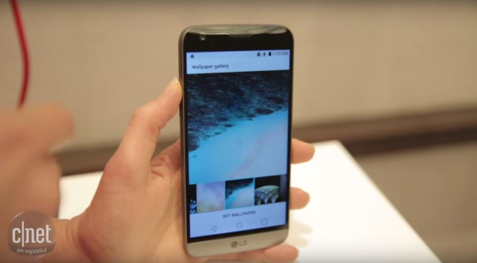 El nuevo LG G5 cuenta con una pantalla auxiliar para ver múltiples notificaciones. (Imagen: Captura de YouTube)