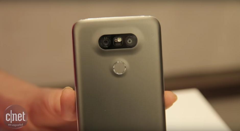 Además, el nuevo dispositivo de LG cuenta con lector de huella digital. (Imagen: Captura de YouTube)