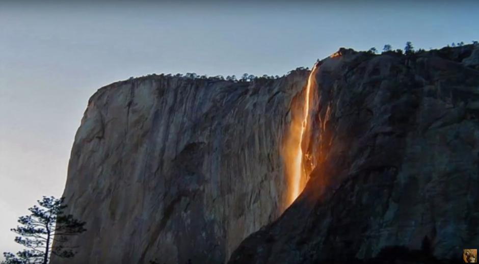 El espectáculo tiene lugar en el Parque Nacional de Yosemite en California. (Imagen: Captura de YouTube)