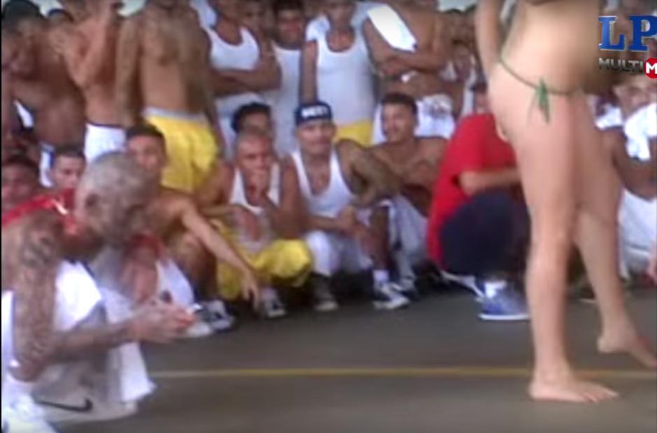 Un video muestra una fiesta en una cárcel salvadoreña. (Foto: Captura de YouTube)