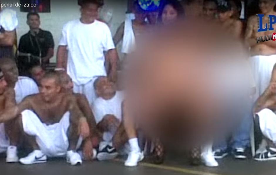 El video difuminó las escenas de las mujeres, por protección. (Foto: Captura de YouTube)