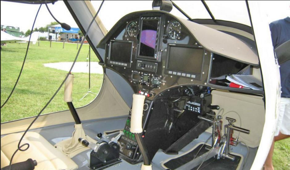Su cabina es para dos personas y de carga se pueden llevar hasta 100 kilos más a su peso. (Foto: airliners.net)
