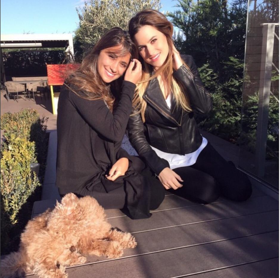 Antonella luce a Toby en muchas de sus fotografías. (Foto: Instagram/antoroccuzzo88)