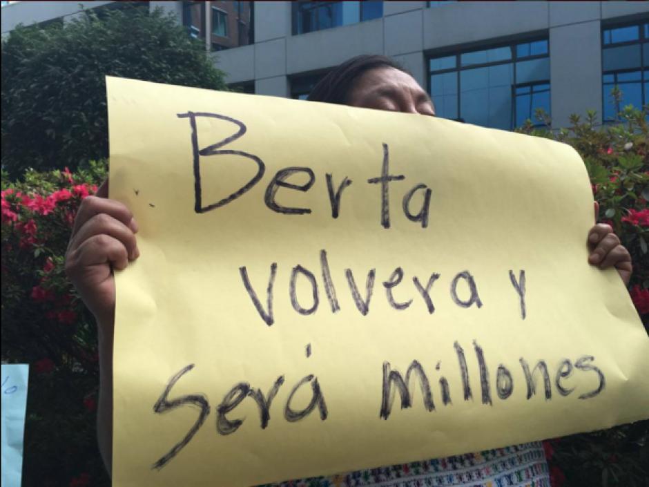 Varias personas recordaron la labor de Berta Cáceres. (Foto: Twitter/Periodismo Comunitario)