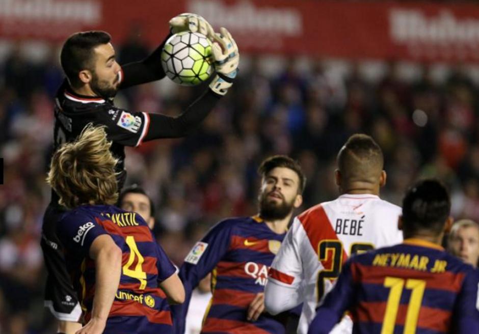 El arquero fue motivo de memes en las redes sociales por los abrazos a Messi. (Foto: Mundo Deportivo)
