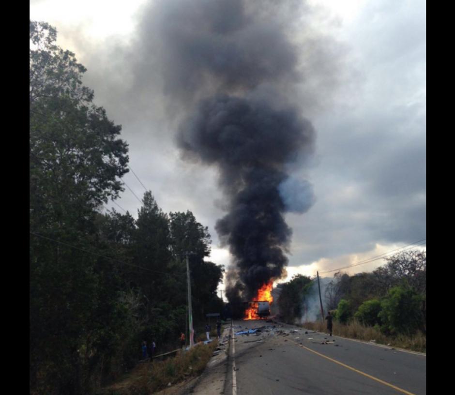 Los cuerpos de socorro atendieron la emergencia.  (Foto: Santos Dalia/Tránsito PNC)