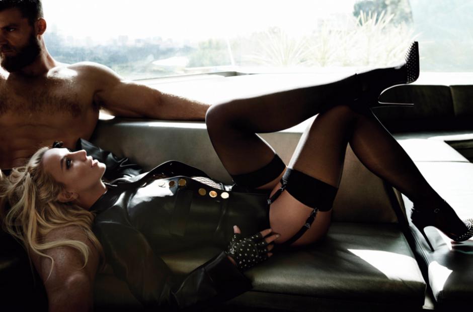 La cantante dejó ver su lado seductor en esta sesión de fotos acompañada de un modelo que le roba el aliento a las chicas.