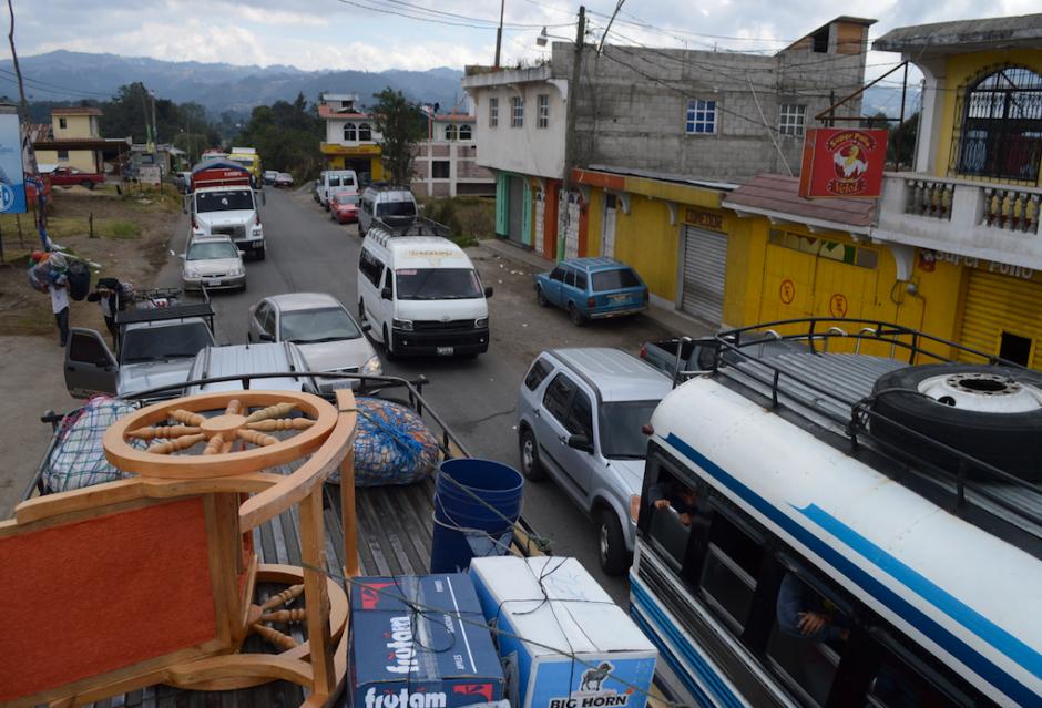 Las filas de automóviles llenaban varios kilómetros. (Foto: Hugo Barrios/Nuestro Diario)