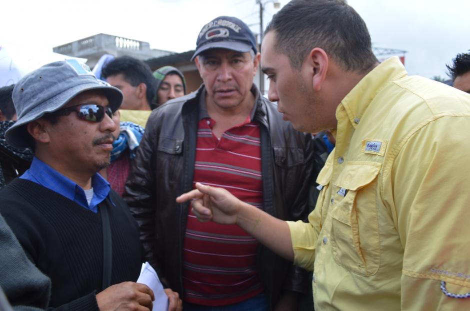 Los pobladores se oponen a la designación de Carlos Cardona como gobernador en San Marcos. (Foto: Hugo Barrios/Nuestro Diario)