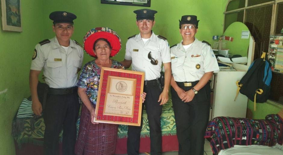 Este es el reconocimiento que le otorgó la PNC en Santiago Atitlán. (Foto: PNC)