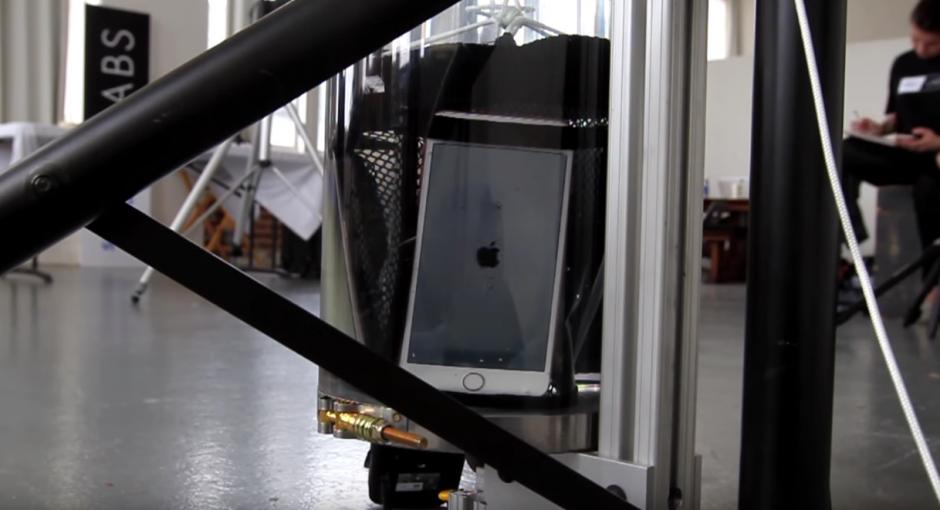 Tras 24 minutos sumergido en el agua, el iPhone 6S+ dejó de funcionar. (Imagen: SquareTrade)