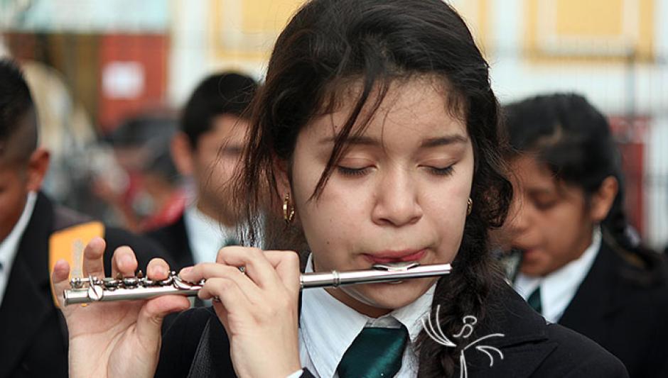 Cada instrumento requiere destreza para ser interpretado en movimiento. (Foto: chapinac.blogspot.com)