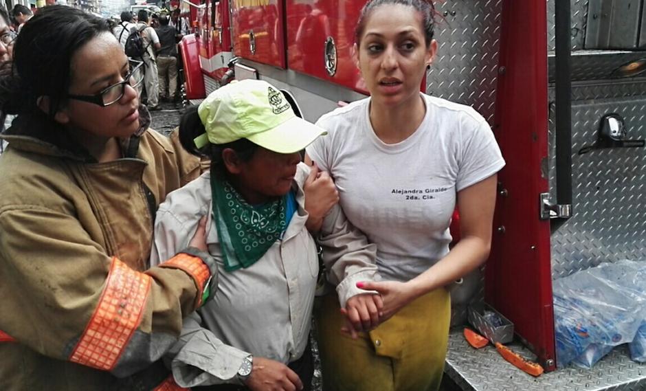 La madre de las menores, Lilian llegó al lugar de la tragedia. (Foto: Gustavo E. Méndez)