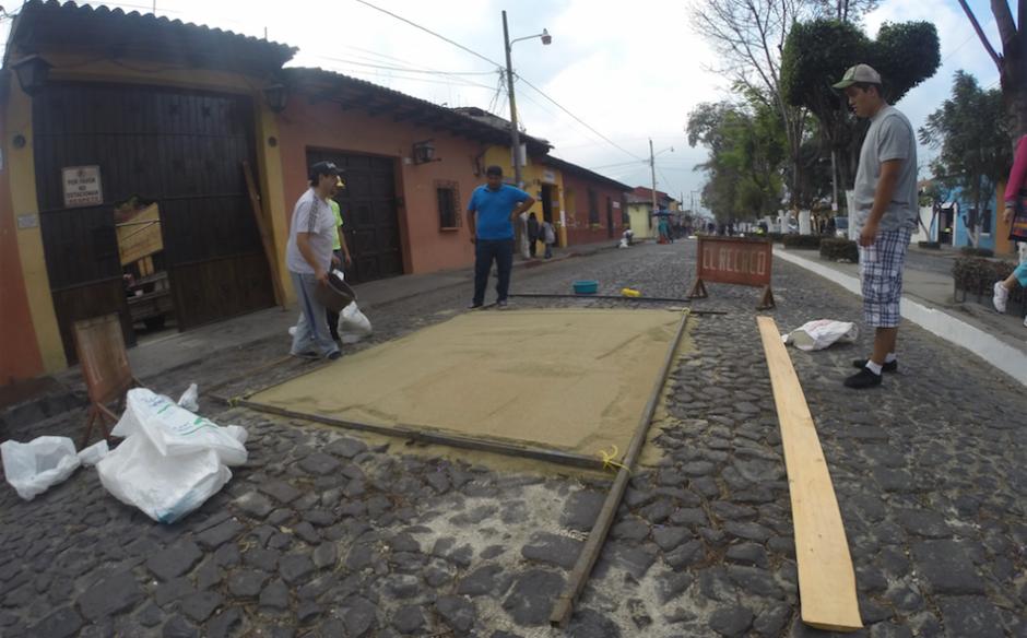 La elaboración de alfombras durante Semana Santa es una tradición en Guatemala. (Foto: Fredy Hernández/Soy502)