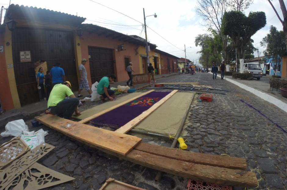 El arte con el que los guatemaltecos realizan alfombras es reconocido. (Foto: Fredy Hernández/Soy502)