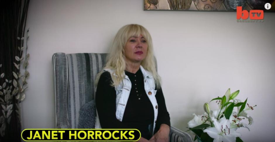 La británica Janet Horrocks tiene 57 años y se ha sometido a varias cirugías plásticas. (Foto: Captura de YouTube)
