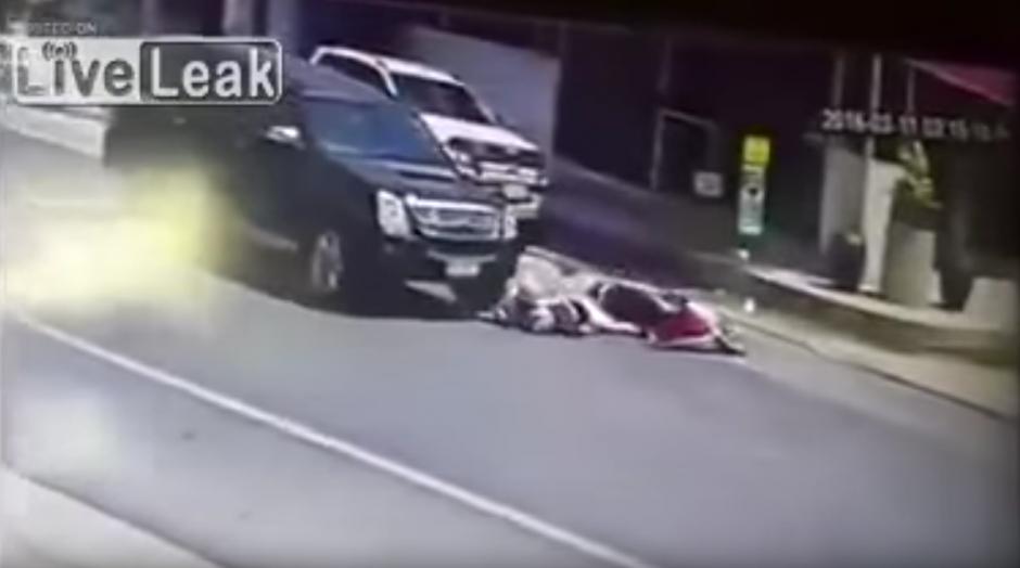 La pareja no sufrió lesiones graves. (Foto: Live Leak/ YouTube)