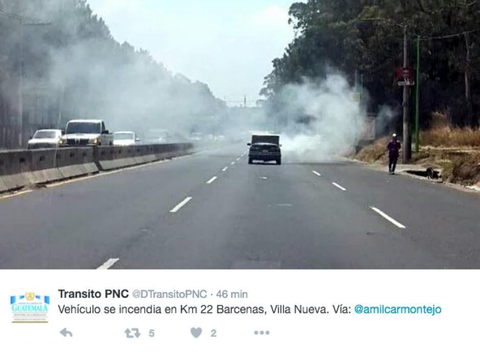 En Barcenas, Villa Nueva, se incendió un vehículo. (Foto: Twitter: @amilcarmontejo)
