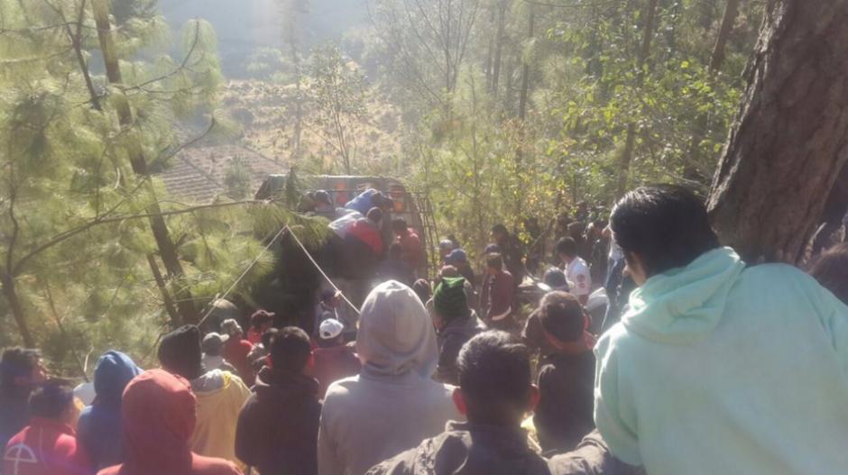 Los Bomberos Voluntarios reportaron al menos 19 muertos en el accidente. (Foto: Bomberos Voluntarios)