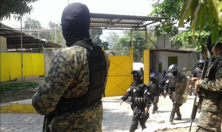 299 líderes de pandillas fueron trasladados de penal. (Foto: Twitter/@MiSeguridad_SV)