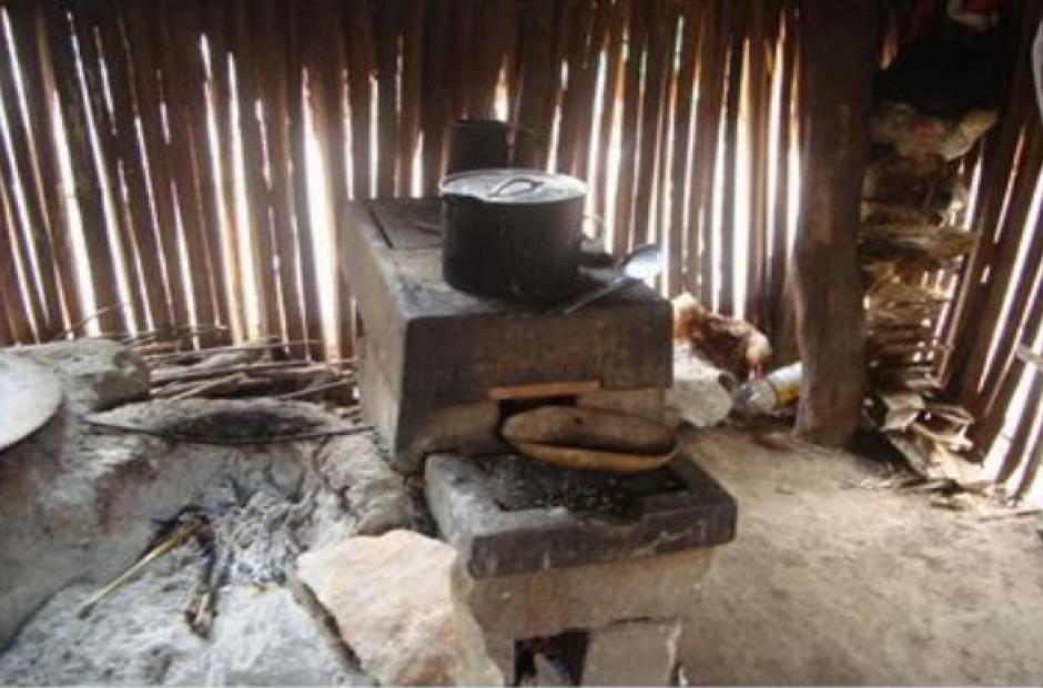 Uno de los aportes del Estado fue otorgar una estufa ahorradora de leña. (Foto PDH)
