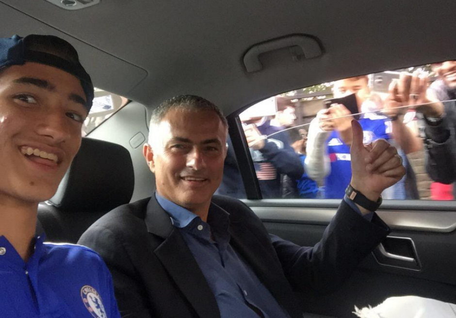 José Mourinho junto a su hijo, quien es fiel seguidor del Barcelona.