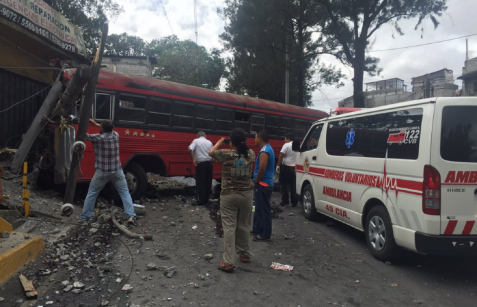 Un accidente se registró en el Periférico este domingo. (Foto: Bomberos Voluntarios)