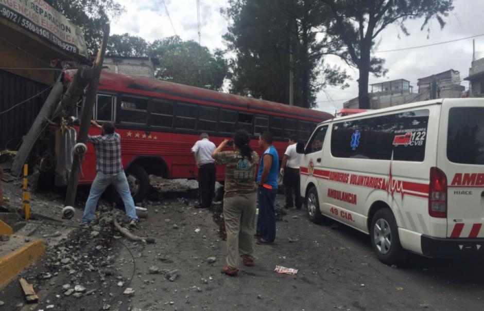 Un accidente se registró en el Periférico este domingo. (Foto: Bomberos Voluntarios)