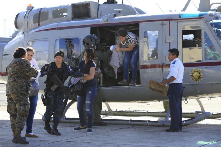 Entre los capturados, figuran cuatro mujeres que fueron trasladadas vía aérea. (Foto: Mingob)