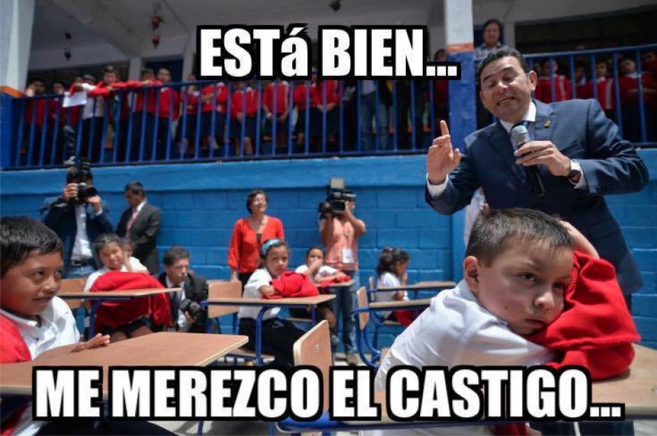 La foto del menor ignorando al presidente causó furor en redes sociales. (Foto: Wilder López/Soy502)