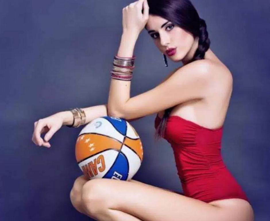 La basquetbolista ha posado para la revista Playboy. (Foto: sopitas.com)