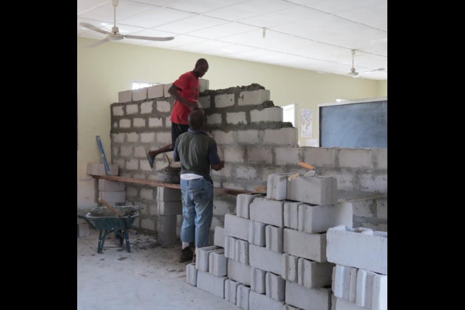 En Liberia una de las partes del voluntariado consiste en ayudar en tareas de construcción dentro de la escuela. (Foto: OSL)