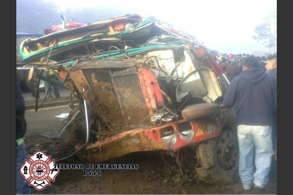 Un autobús de los Transportes San Juanera sufrió un percance vial. (Foto: Bomberos Municipales Departamentales)