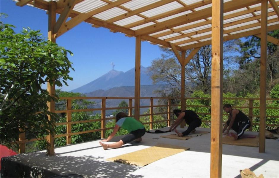 Yoga y comida orgánica son recomendadas por expertos en viajes. (Foto: Earth Lodge)