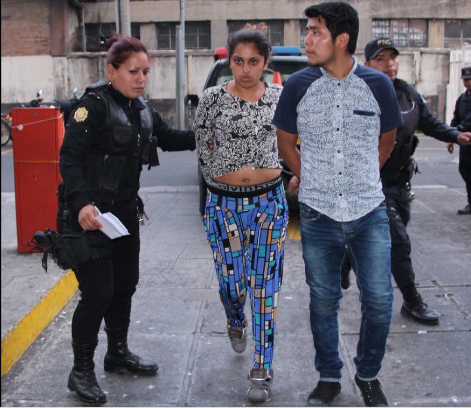 Dos de los detenidos fueron identificados como Johana Barrios Caracún y Jannsing Jean Paul Coc Sum. (Foto: @PNCdeGuatemala)