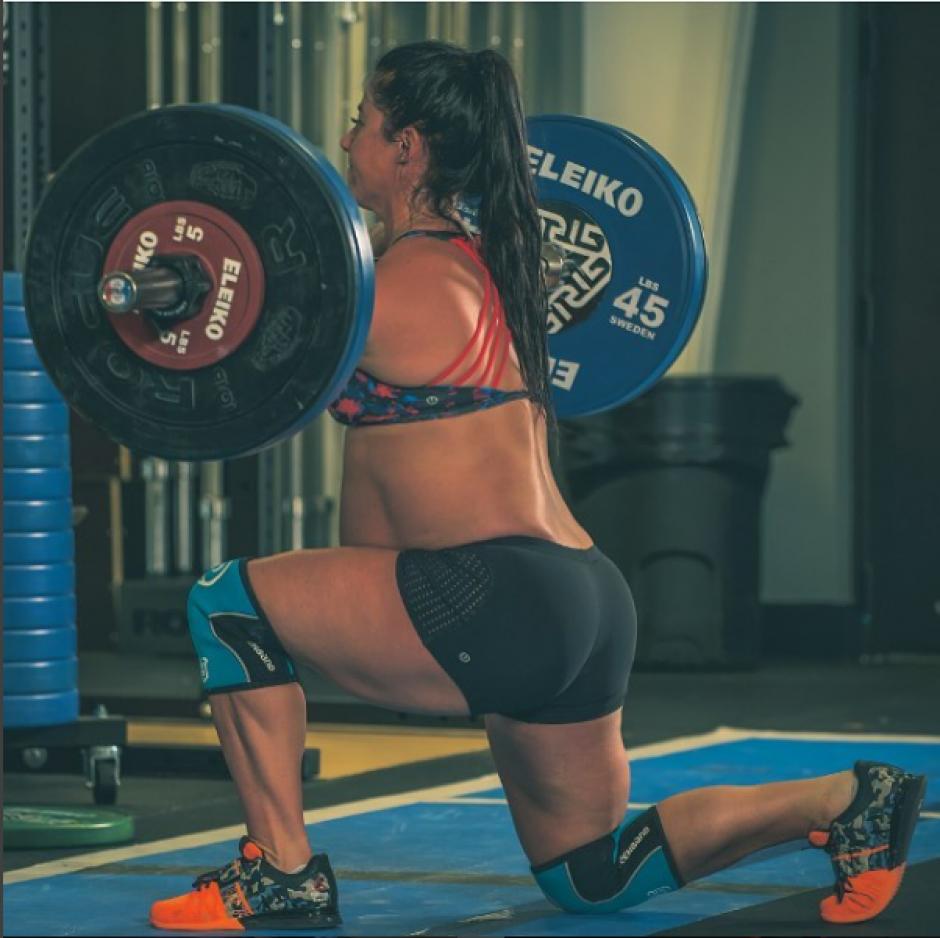 La atleta tiene 31 años y prácticamente ha realizado CrossFit todos los días de su embarazo. (Foto: @emilybreeze/Instagram)