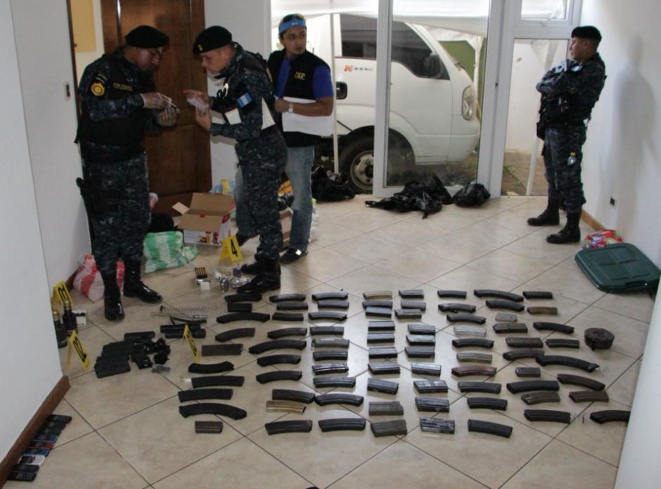 Los allanamientos se efectuaron en residencias de Antigua Guatemala y carretera a El Salvador. (Foto: cortesía PNC)