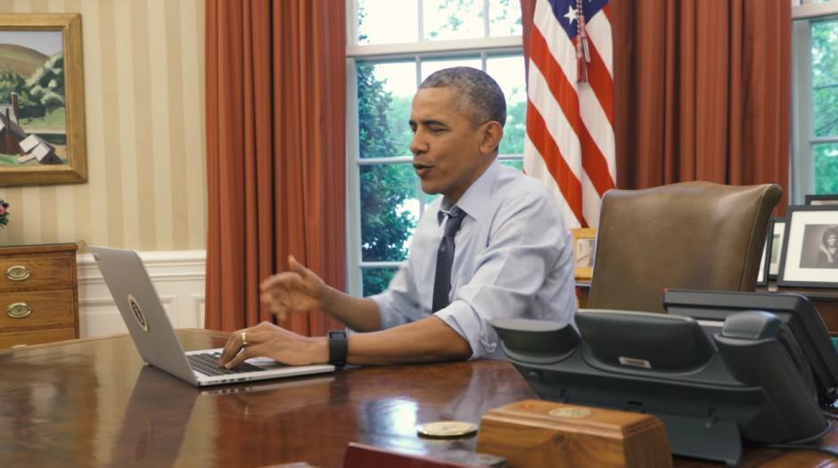 """El video titulado """"Couch Commander"""" fue compartido por el perfil oficial de Twitter de la Casa Blanca. (Foto: Captura de Pantalla/Couch Commander)"""